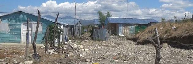 haitianos destruyen muro santa rosa REC